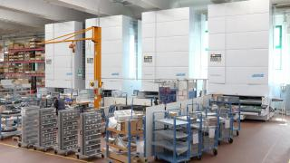 Warehouse, equipped with vertical lift machines