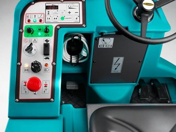 Ride-on scrubber-dryer EUREKA E110-D ECO 9