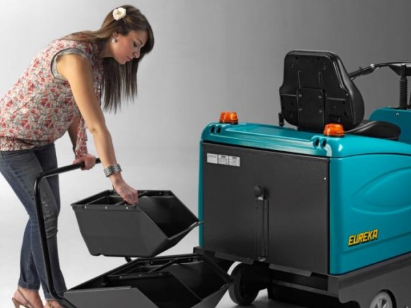 Compact ride-on sweeper EUREKA Tigra 11