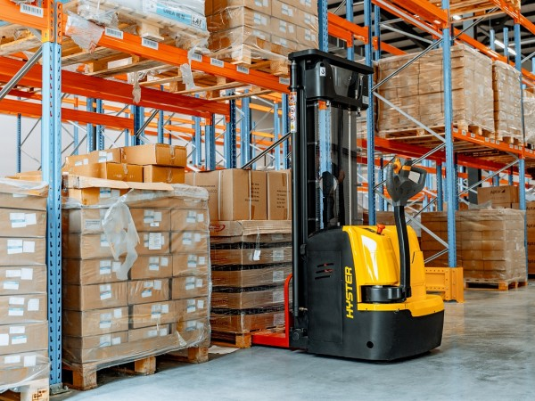 Stacker and a racking system for pallets