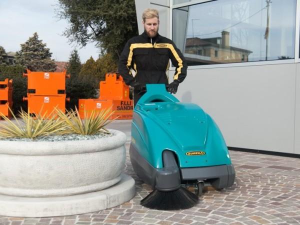 Walk-behind sweeper EUREKA Kobra 1