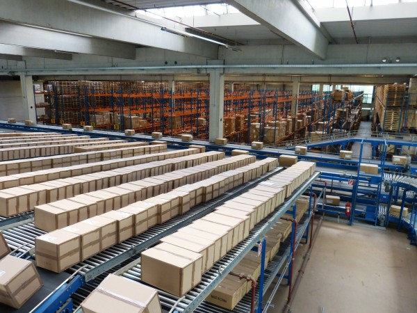 Conveyor system for boxes