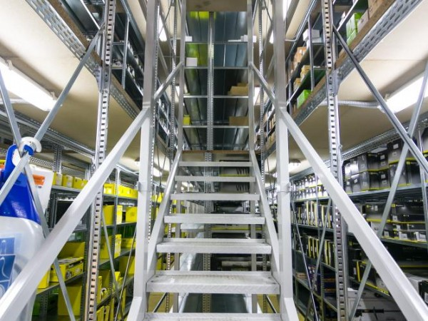 Gangway storage system 9
