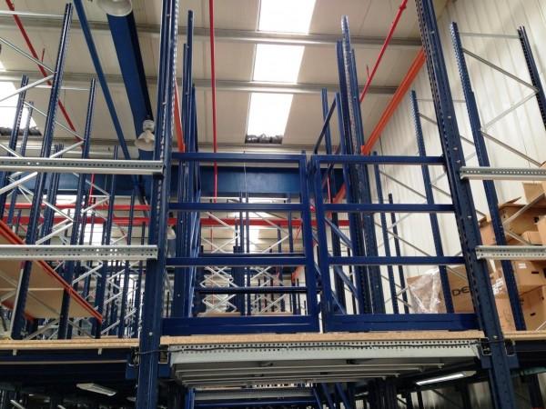 Gangway storage system 11