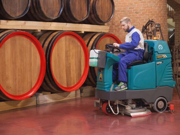 Ride-on scrubber-dryer EUREKA E85 E100 ECO 1